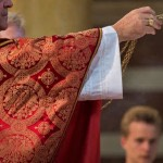 Diocesi USA sospende prete gay perchè pubblicamente a favore del matrimonio gay