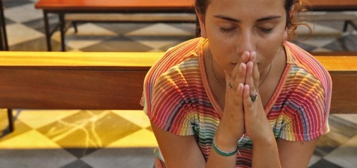 Teenager praying in church.   GODONG / BSIP